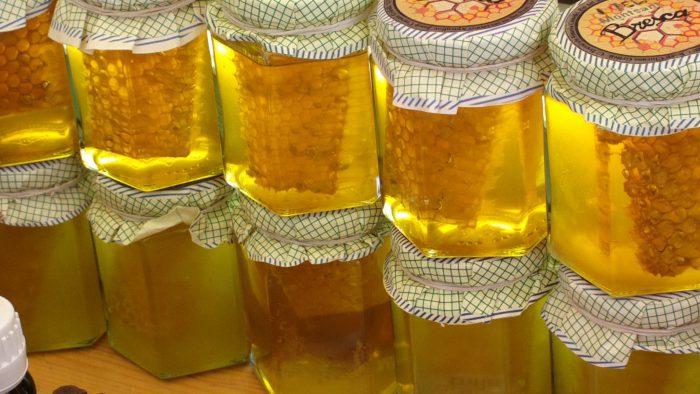 Мёд бывает различных видов - в зависимости от того, от каких растений был получен. Но каждый из видов обладает серьезной пользой для организма